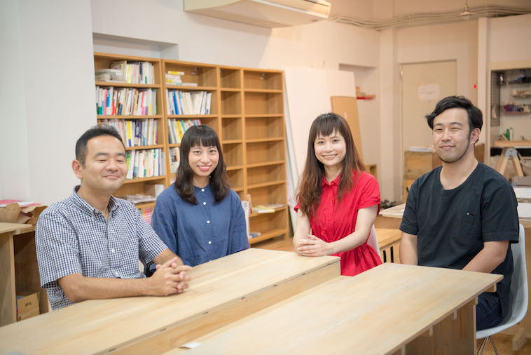 【写真】笑顔で並ぶプロジェクトメンバー4人