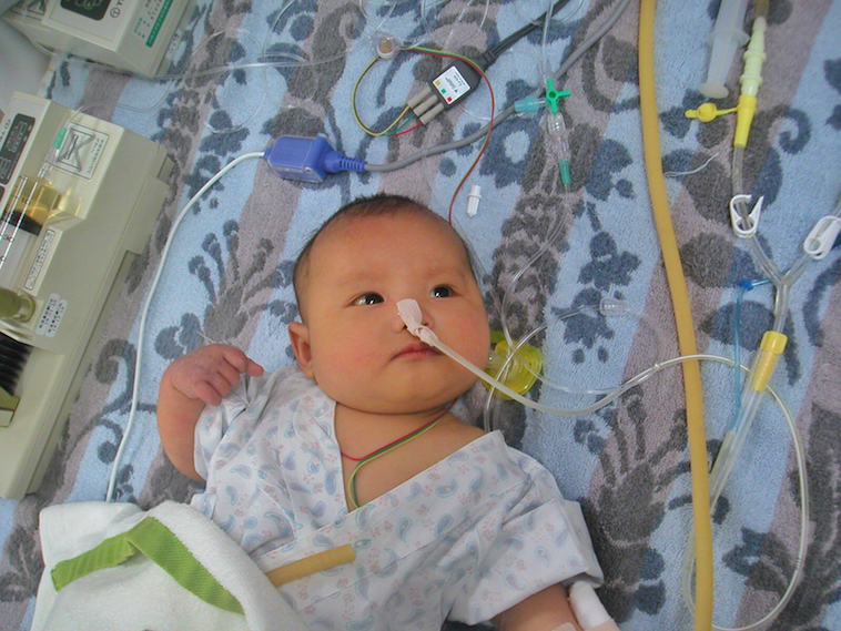 【写真】赤ちゃんの頃入院中のまなとくん