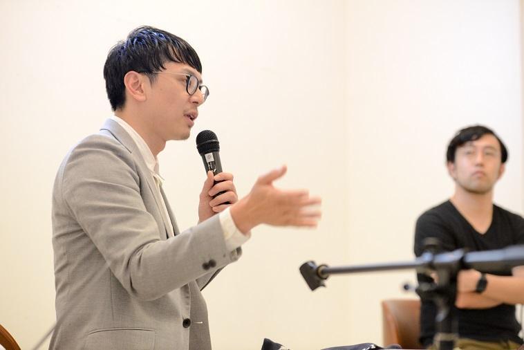 【写真】身振り手振りを交えながら、参加者に向かって語るかねまつさん