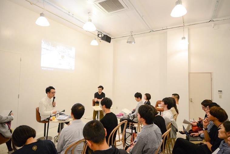 【写真】イベントの全体風景。メモを取りながら登壇者の話を聞く参加者の姿も