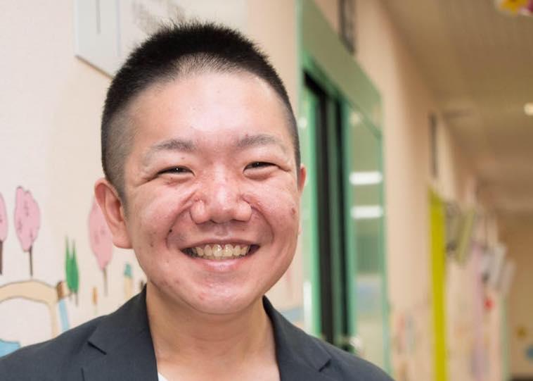 【写真】笑顔でインタビューに応えるみよしゆうやさん