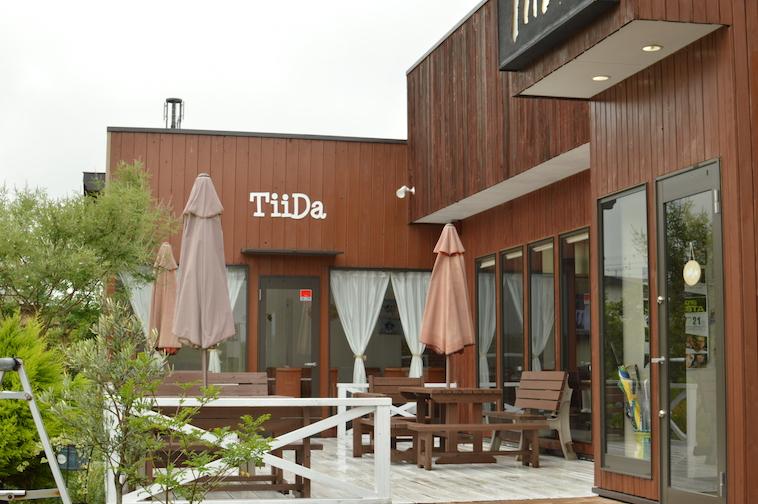 【写真】しみずひできさんが営むレストランてぃーだの外観。木のぬくもりが温かい雰囲気をつくりだしている。