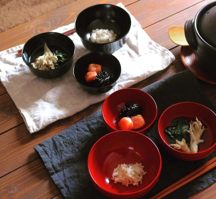 【写真】食卓に並べられるお椀
