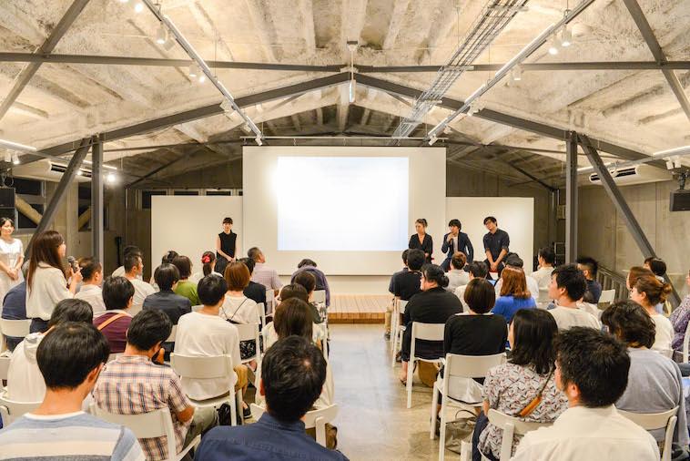 【写真】満席の会場。参加者は真剣に話を聞いている。