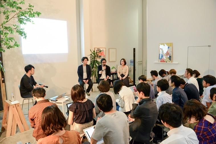 【写真】満員の会場。参加者たちは真剣に話を聞いている。