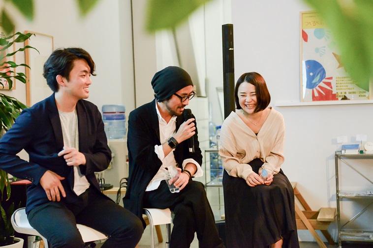 【写真】笑いながら話をしている登壇者3人