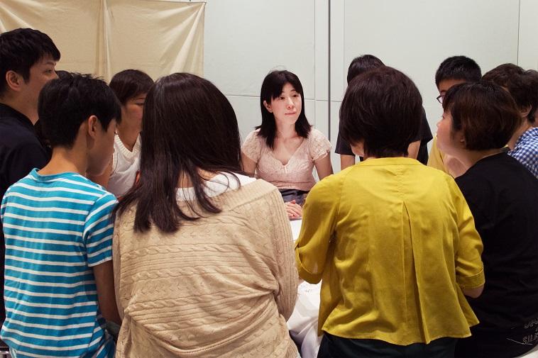 【写真】真剣な表情の参加者たち