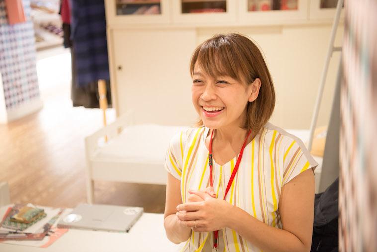 【写真】笑顔でインタビューに答えるかつまさみきさん