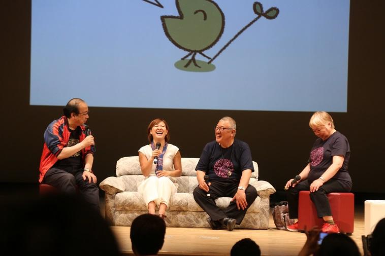 【写真】べてるまつりのステージで登壇者4人が笑いあっている