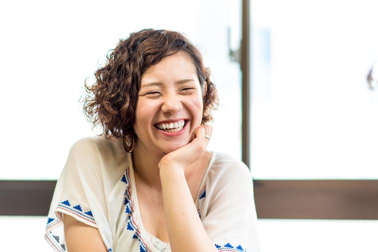 【写真】笑顔でインタビューに答えるみきさん
