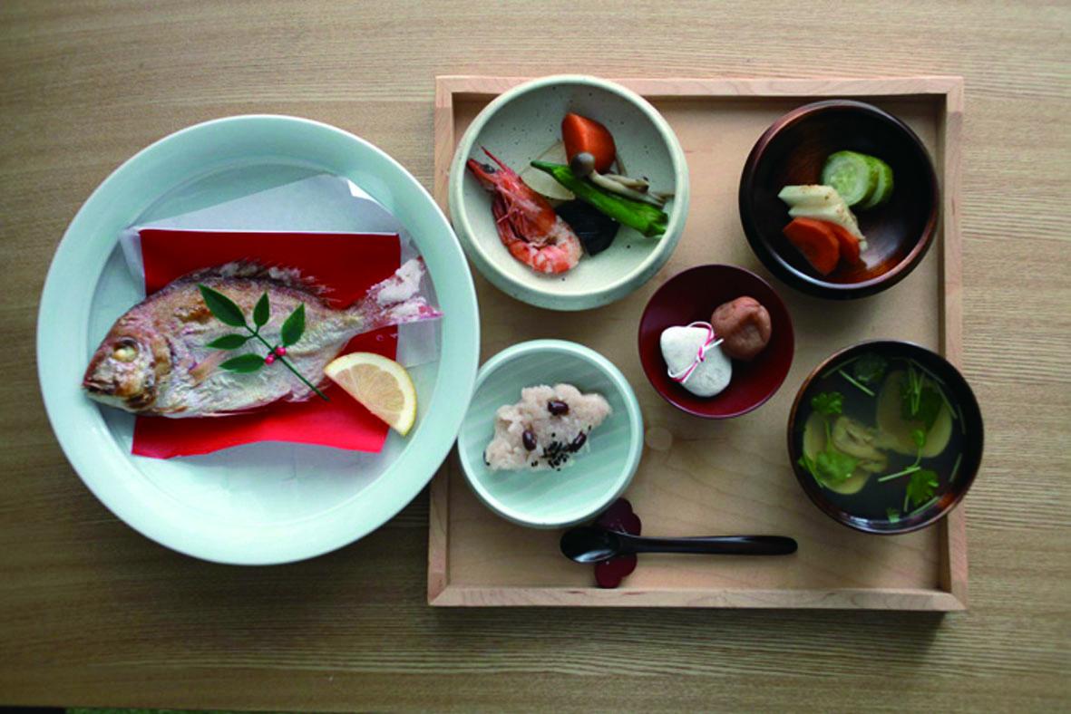 【写真】食事が盛り付けられたてまるのプロダクト