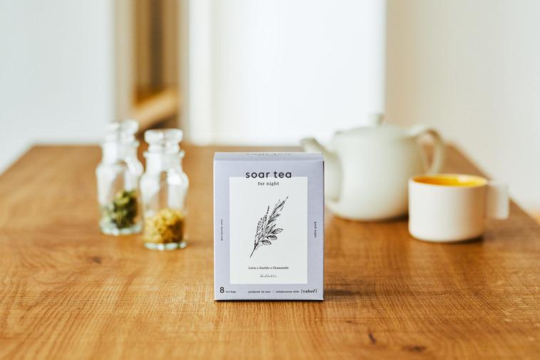 【写真】ハーブと共に机に並ぶsoar tea for night