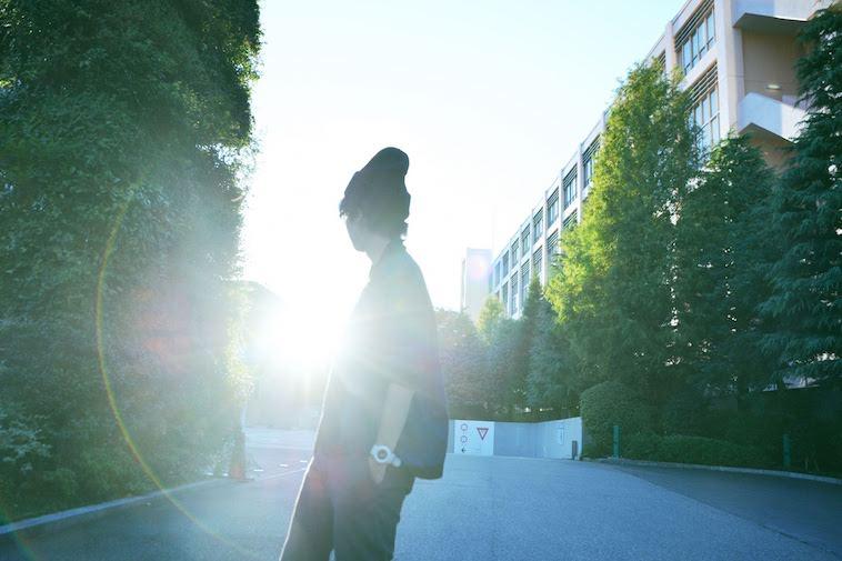 【写真】明るい光を振り返るかないつかさん
