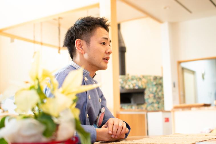 【写真】インタビューに応えるふじたさん