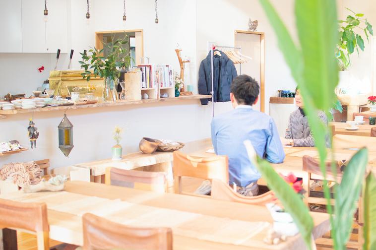 【写真】店内にはいたるところに植物が飾られて、おしゃれで落ち着く空間に