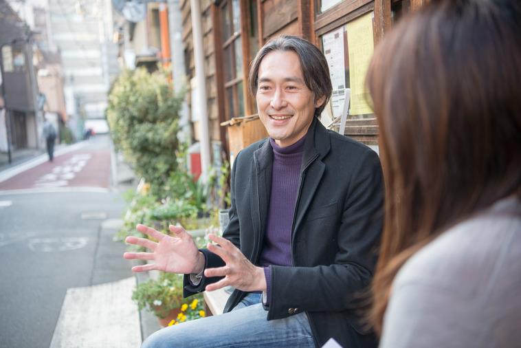 【写真】インタビューに答えるさかくらきょうすけさん