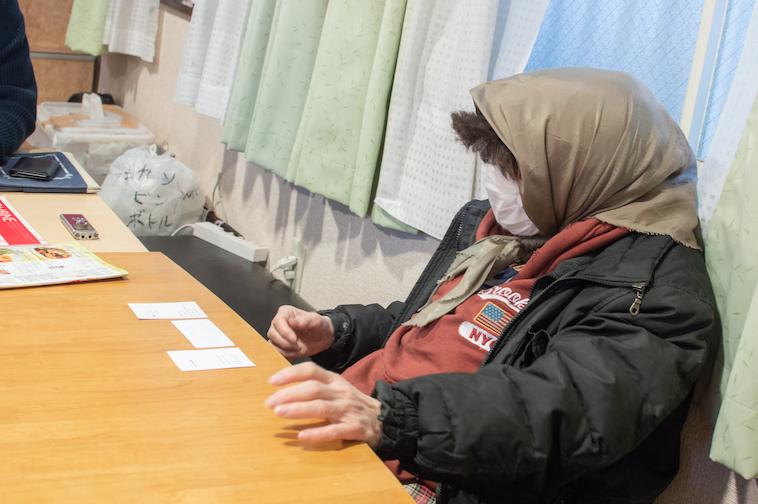【写真】インタビューに応えるミカンさん。