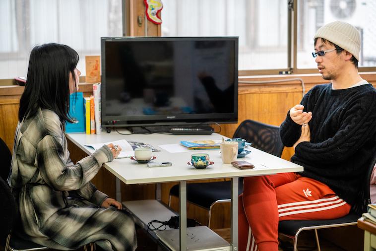 【写真】インタビュアーをまっすぐに見ながら話をする木ノ戸さん