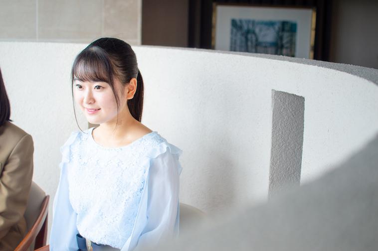 【写真】笑顔でインタビューに答えるまりあさん