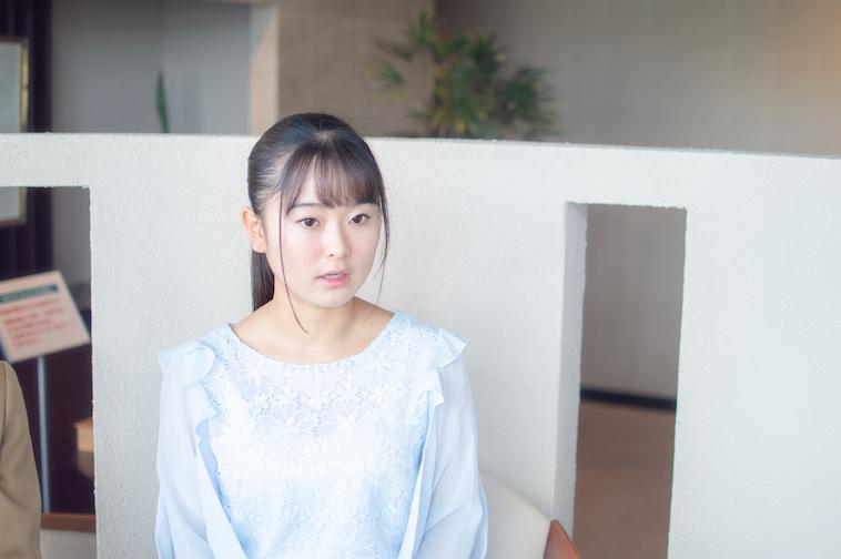 【写真】真剣な表情で話す姉まりあさん