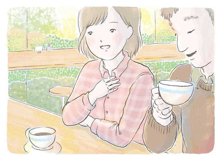 【写真】カフェで、ほほえんでいる男性の横で、嬉しそうな様子で話す女性