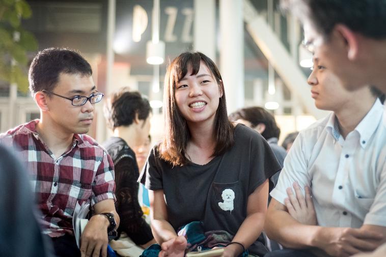 【写真】楽しそうに会話をする参加者の方々