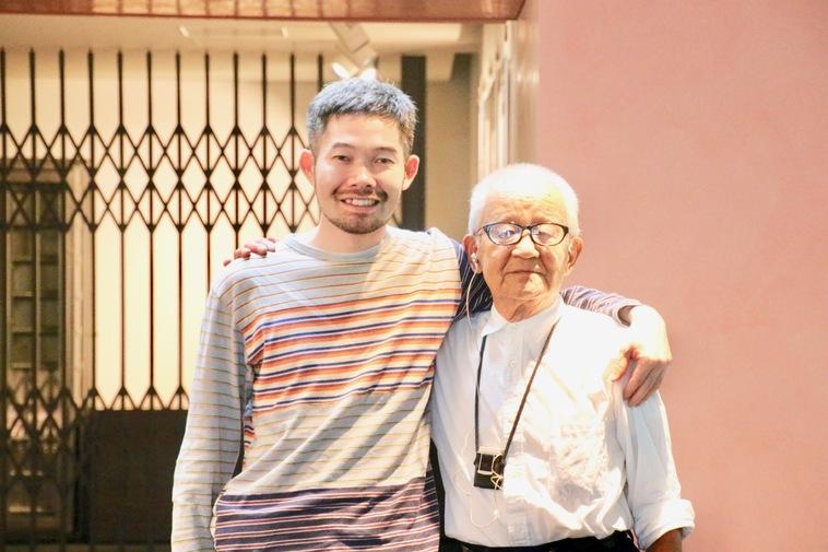 【写真】笑顔で立っているすがわらなおきさんとおかだただおさん