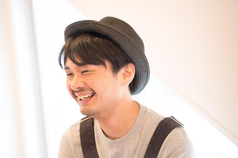 【写真】笑顔でインタビューに答えるにしざからいとさん