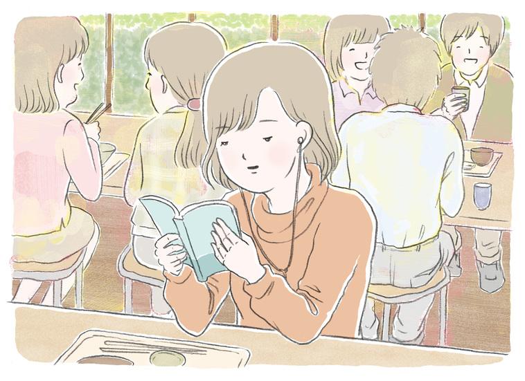 【イラスト】にぎやかそうな環境の中で、イヤホンをつけて読書をしている女性