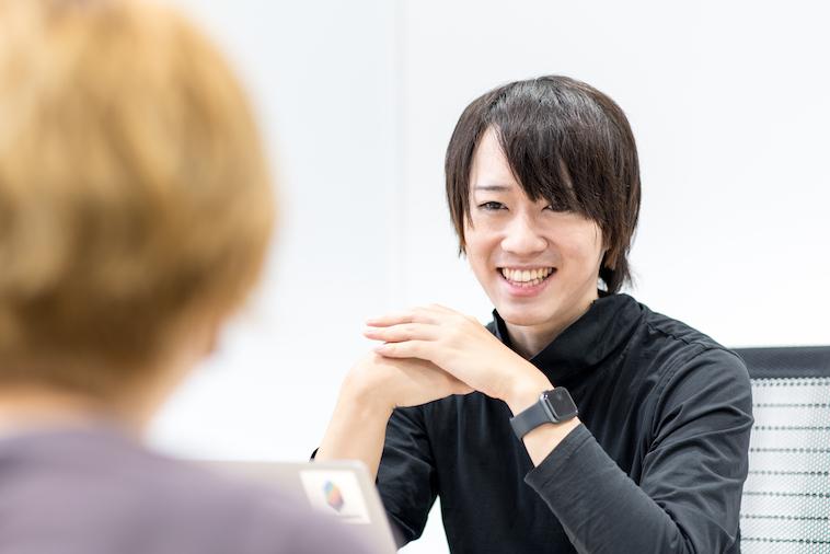 【写真】笑顔でインタビューに答えるほしさん