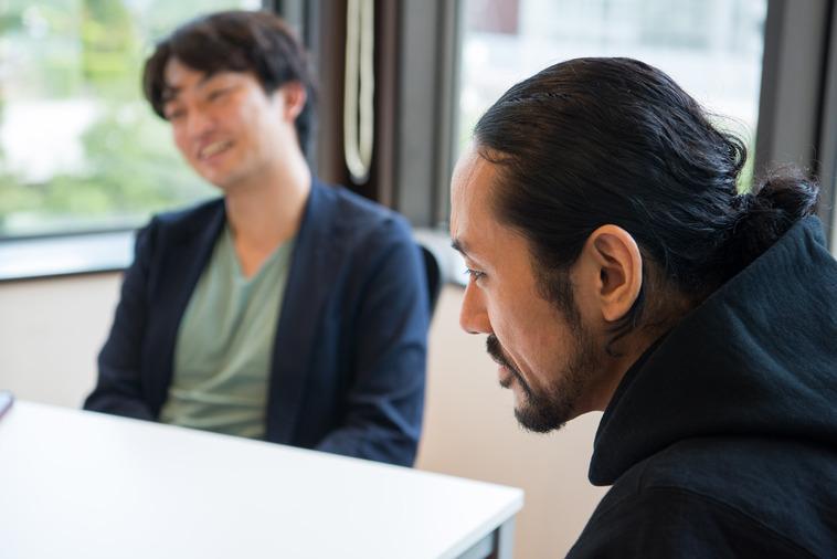 【写真】笑顔でインタビューに答えるいえいりさん