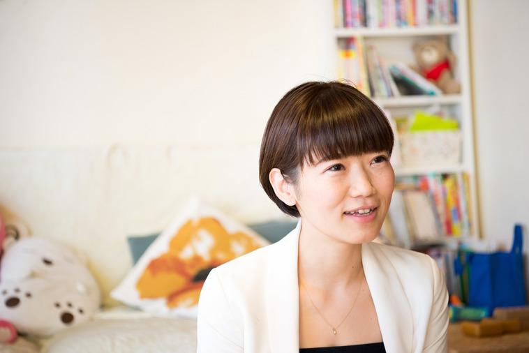 【写真】笑顔でインタビューに答えるやまなかさん