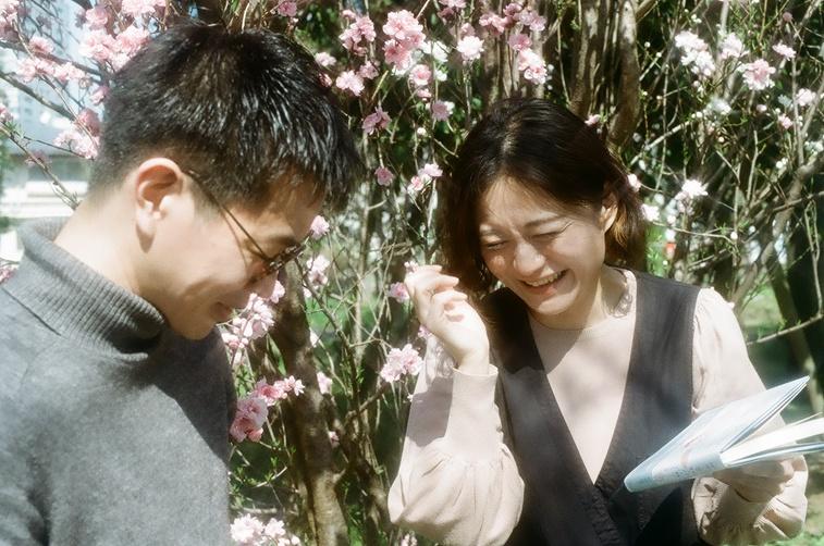 【写真】笑い合うライターの西山と桜林さん