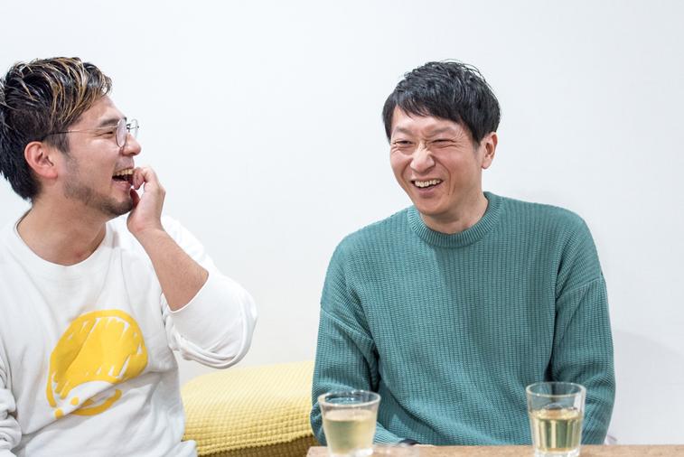 【写真】笑い合う外山さんと奥井さん