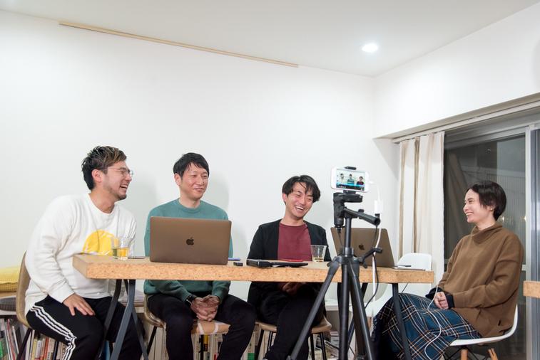 【写真】登壇者4人が笑顔で話をしている