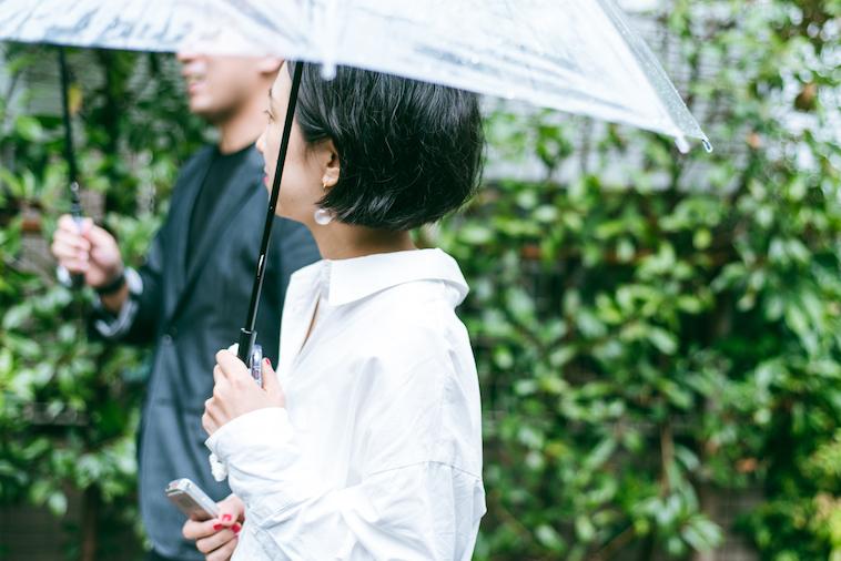 【写真】shin5さんの話を受け止めるライターの徳