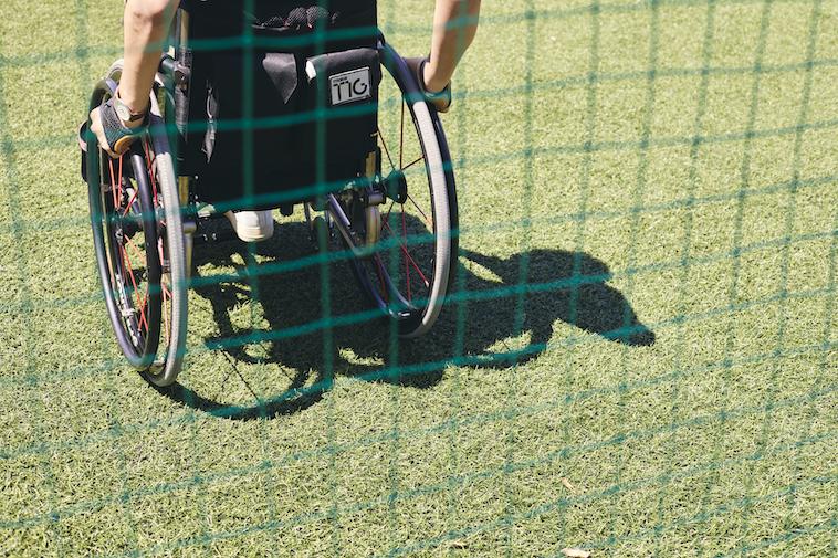 【写真】車椅子をこぐなかむらさん