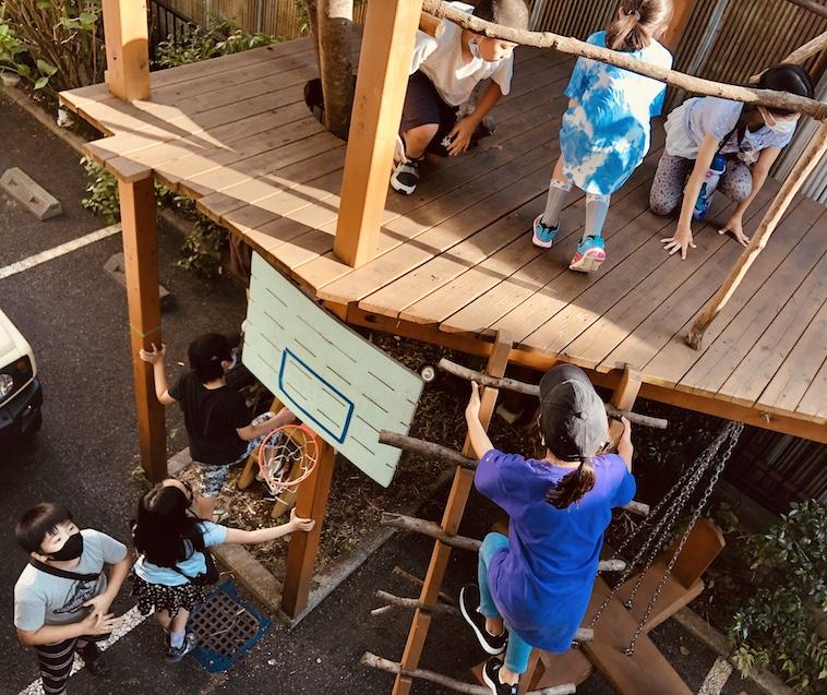 【写真】東京ガレージのアスレチックで遊ぶ子どもたち