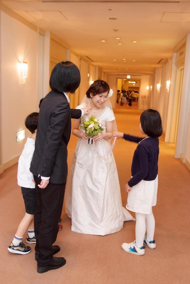 【写真】西川さんや子どもたちと結婚式の日を迎えた小野さん