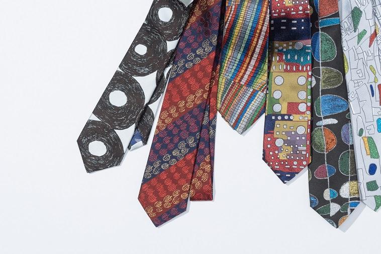 【写真】丸や四角、りんごなど様々な柄が描かれたネクタイが6本並んでいる